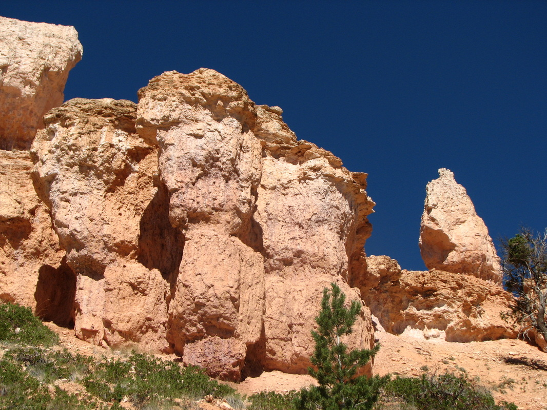 Still remember the stunning blue sky while hiking the trail at Bryce Canyon National Park.