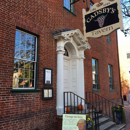 8 Things to Know About Taking a Guided Tour || Learn about history while sampling local cuisine in Old Town Alexandria.